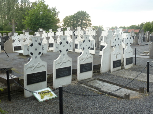 Zonnebeke Zonnebeke BP Roeselarestraat begraafplaats&crypte (19)