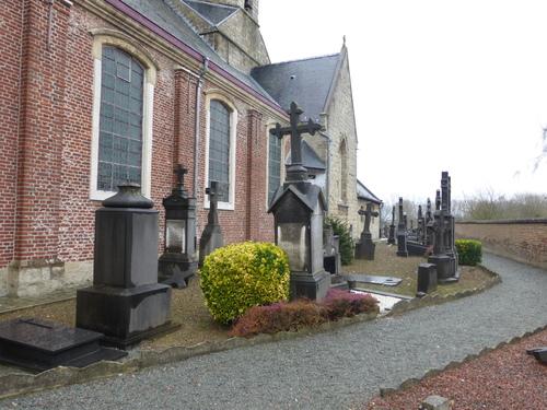 Sint-Maria-Oudenhove OLVtenhemelopnemingskerkhof (2)