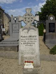 Heldenhuldezerkje op kerkhof Stavele