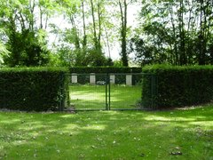 Beveren-IJzer Churchyard