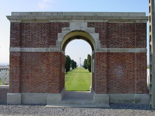 Poperinge: Nine Elms British Cemetery: Toegang