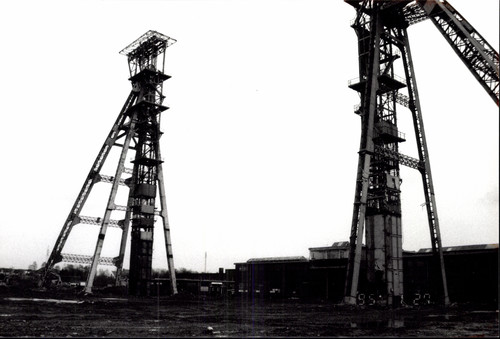 Hoofdgebouw en schachttorens steenkoolmijn