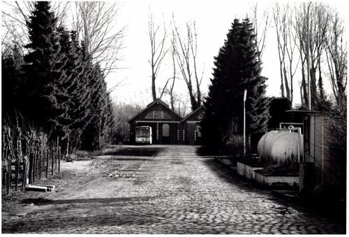 Tramstelplaats met huis van de stationschef
