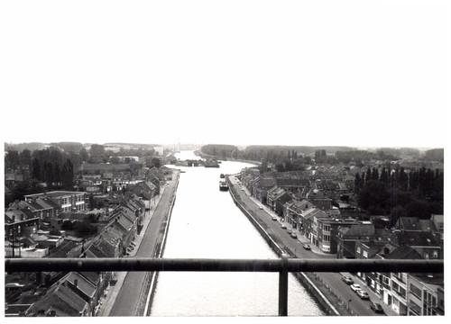 Hefbrug over het kanaal