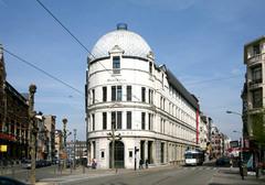 Hôtel Central, Modenatie