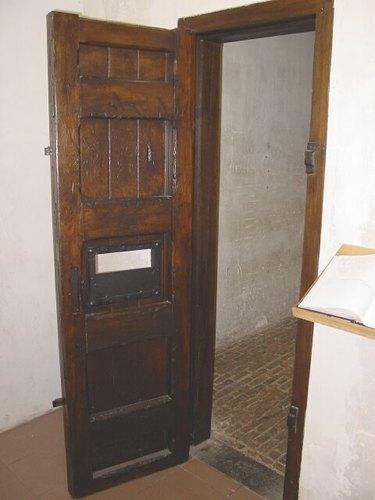 Poperinge: Stadhuis: Site executiepaal en dodencellen: Cachot