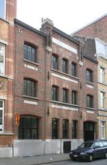 Bedrijfsgebouw met burelen en opslagplaats