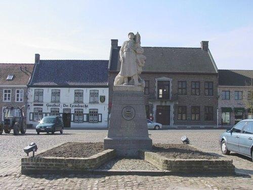 Poperinge Watouplein zonder nummer Vooraanzicht van het oorlogsmonument