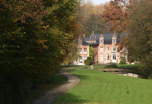 Wezembeek-Oppem Sint-Pietersplein 2, 2A-B