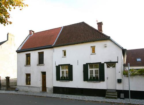 Wezembeek-Oppem Sint-Pietersplein 17-18, 19
