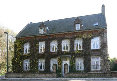 Wezembeek-Oppem Sint-Pietersplein 20
