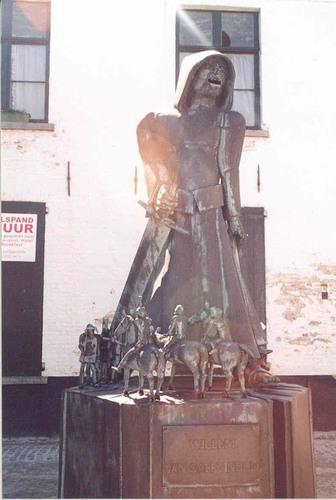 Brugge Lissewege Onder de Toren zonder nummer standbeeld