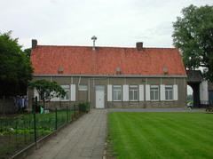 Historische kasteelsite met twee behouden hoeves