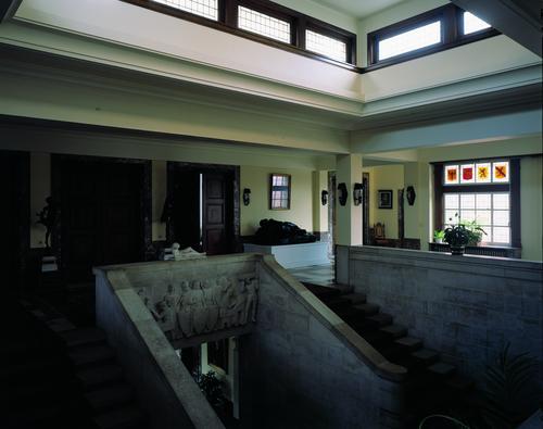 Het stadhuis: interieur ; trappenhuis