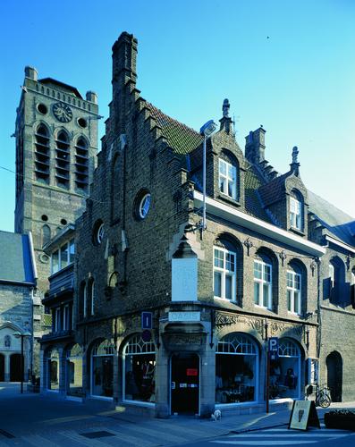 Hoekhuis naar ontwerp van C. Van Elslande
