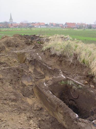 Oost-Vleteren: Oude Reningestr: 2 constructies tijdens opgravingen