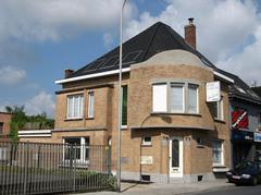 Burgerhuis met bedrijfsgebouwen Chocolaterie Roger Carette Pralineur