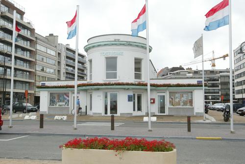 Kantoor voor toerisme, politiecommissariaat en openbare toiletten