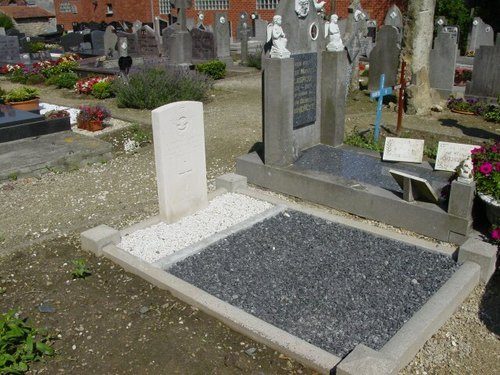 Bovekerke: Kerkhof: Brits graf (Bovekerke Churchyard)