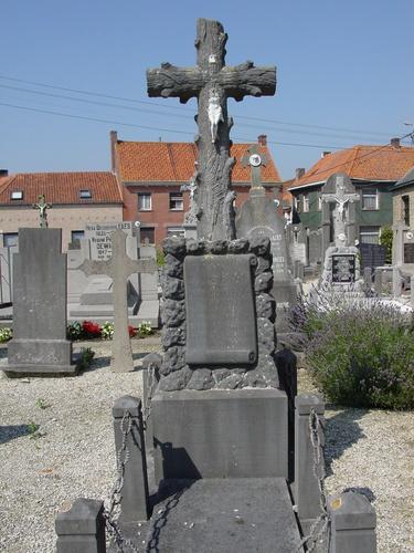 Bovekerke: Kerkhof: Belgisch graf: Marie Faes