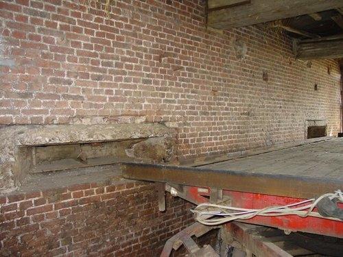Poperinge: Helleketelweg: Amerikaanse mitrailleurspost: schietgaten