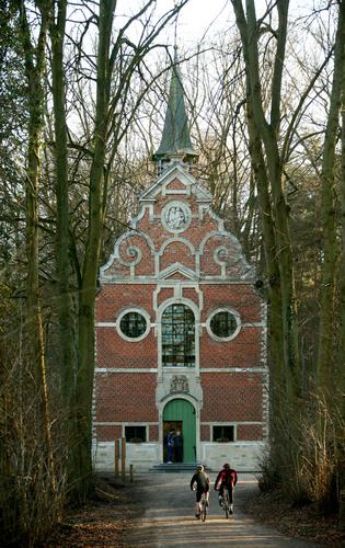 De kapel van Onze-Lieve-Vrouw van Steenbergen in het Meerdaalwoud.