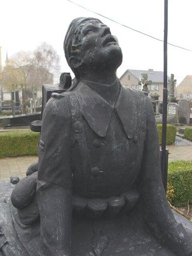 Pollinkhove: Gedenkteken militaire doden: soldaat