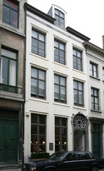 Burgerhuis met rococopoortje