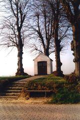 Kapel Onze-Lieve-Vrouw ter Linden met kapelhof en vijf linden