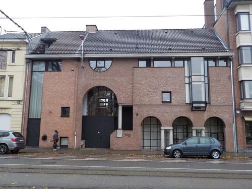 Woning en apotheek naar ontwerp van Herman De Witte