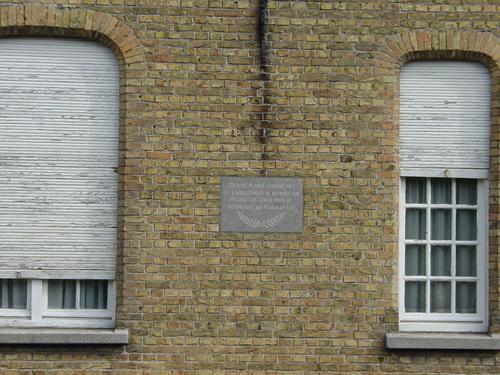 Ramskapelle: Hemmestraat 1: Gedenkplaat 14de Linieregiment: Overzicht