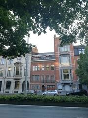Burgerhuis door Victor Broos met koetshuis