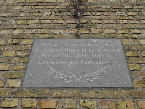 Ramskapelle: Hemmestraat 1: Gedenkplaat 14de Linieregiment: Detail