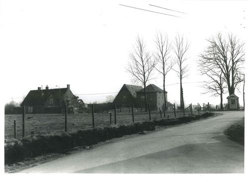 Roesbrugge-Haringe Brouwerij en wegkapel