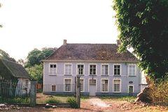 Pastorie Sint-Ursmarusparochie met tuin