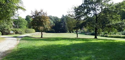 Wijnegem Turnhoutsebaan: tuin bij het kasteel in het vroegere bos van Mols