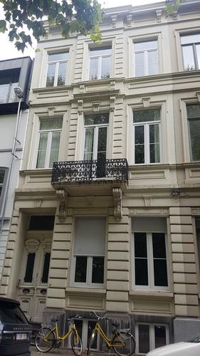 Identieke neoclassicistische burgerhuizen