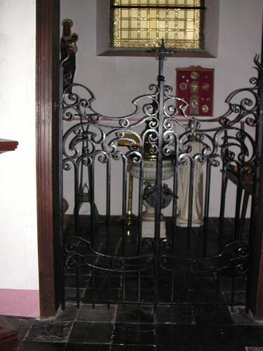 Dentergem Kerkplein zonder nummer Doopvont in de Heilige Martinuskerk