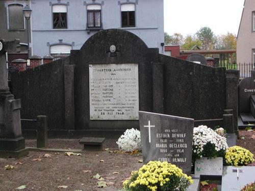 Dentergem Kerkplein zonder nummer Gedenkteken bij de Heilige Martinuskerk