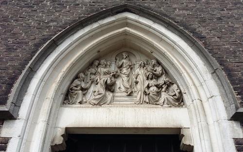 Antwerpen Lange Lobroekstraat zonder nummerParochiekerk Sint-Lambertus zijportaal