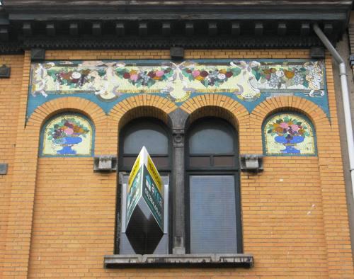 Antwerpen August Sniedersstraat 14 mozaïeken