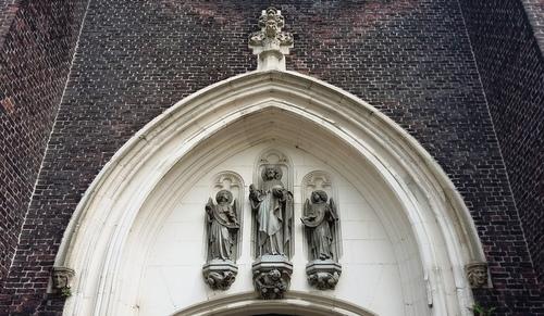 Antwerpen Lange Lobroekstraat zonder nummer Parochiekerk Sint-Lambertus hoofdportaal