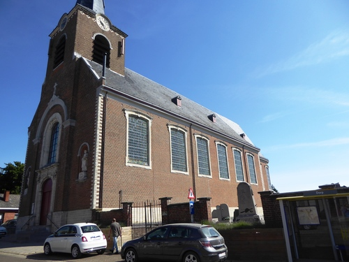 Geetbets Dorpsstraat 43 parochiekerk Heilig Petrus en Paulus met kerkhofmuur