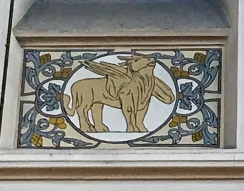 Turnhout Kerkplein 1 detail sgraffito Lucas