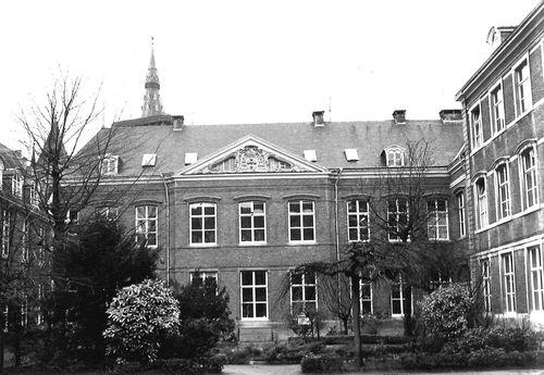 Gent Biezekapelstraat 2-4 Binnenkoer westvleugel