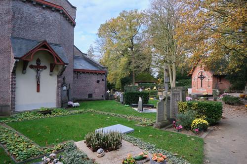 Sint-Martens-Latem - Deurle Dorpsstraat zonder nummer parochiekerk Sint-Aldegonde