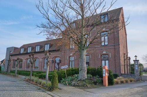 Kluisbergen Keuzelingsstraat 8-10 gemeenteschool en onderwijzerswoning