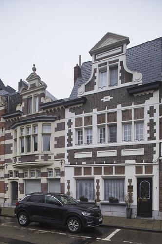 Ensemble van winkels en burgerhuis ontworpen door Ferdinand De Ruddere