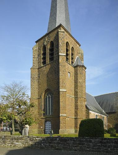 Parochiekerk Sint-Pieter met kerkhof