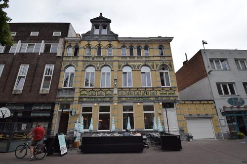 Sint-Niklaas Sacramentsstraat 1-2